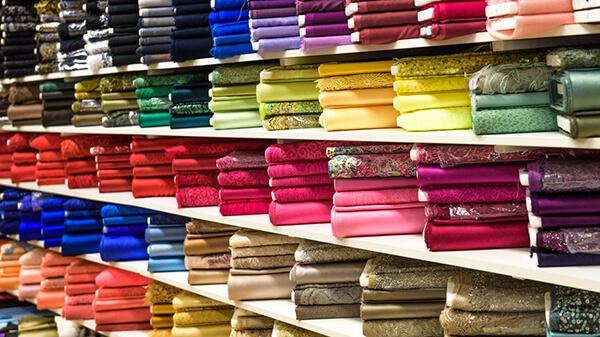 Zasłony w różnych kolorach